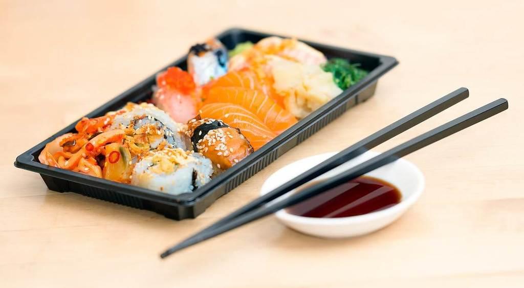 Sushi Rolls Cutting Methods
